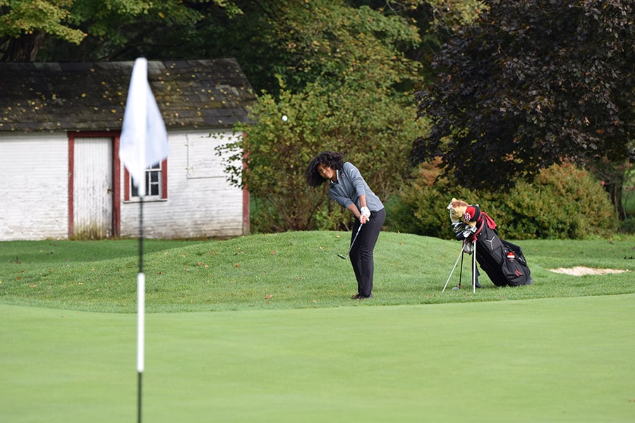image of Lavonca Davis playing golf for CMU